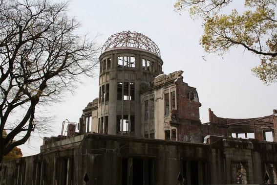 "Genbaku Dôme (Genbaku étant l'abréviation du terme ""genshibakudan"" : bombe atomique)"