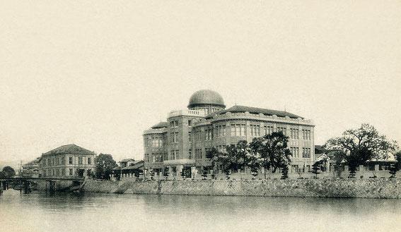 Le Hall d'Exposition de l'Industrie pendant l'Ere Taishō (30 juillet 1912 au 25 décembre 1926 ) sur les bords de la rivière Ōta