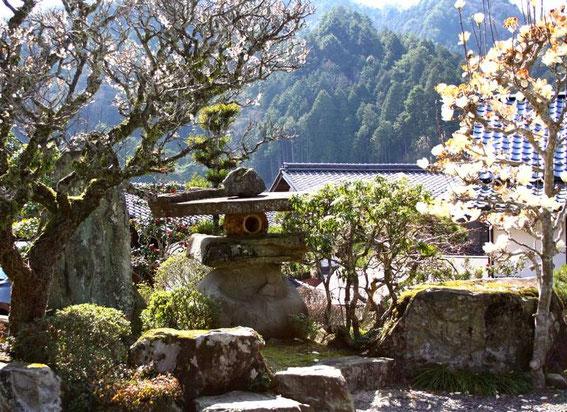 Entrée et jardins depuis la partie haute du Waki Honjin Okuya