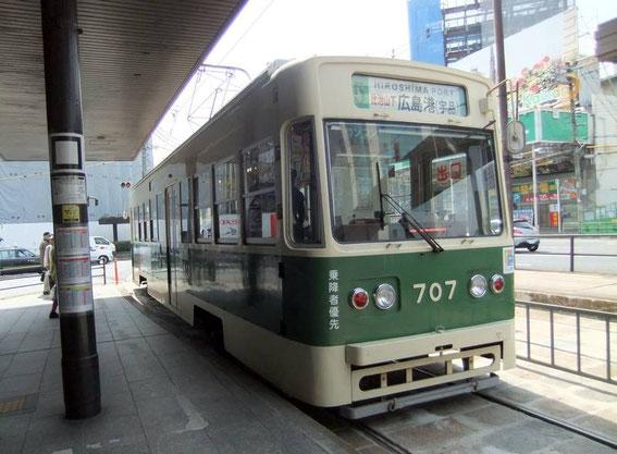 En attendant le tram n°2 ou n°6...