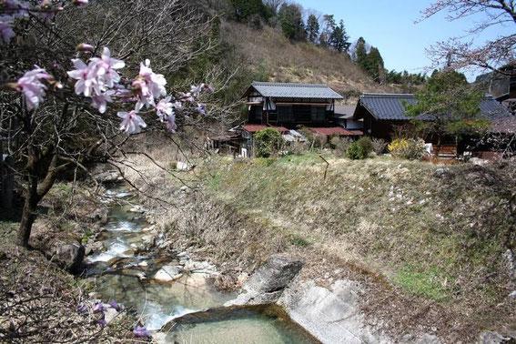Premières maisons de la vallée