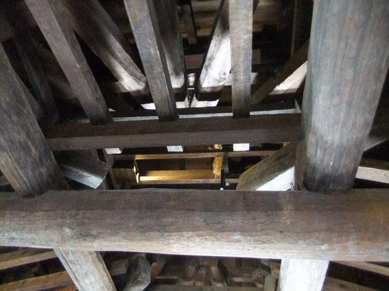La charpente sous la toiture du 6ème et dernier étage du Donjon (Tenshu)