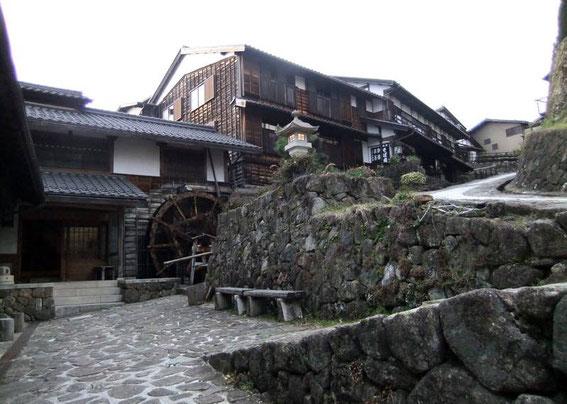 """Le moulin à eau de """"Masugata"""" et la lanterne allumée"""