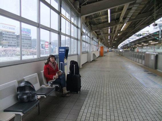 La gare d'Atami et le quai des Shinkansen sont déserts