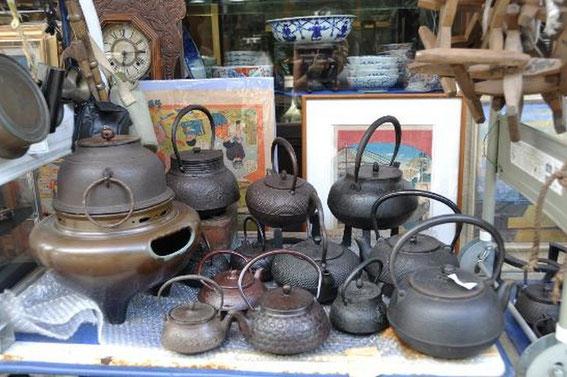 Nawate-Dori : théières anciennes en fonte, dans une brocante !