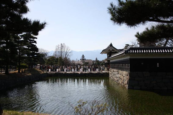 File d'attente devant le Kuro-Mon