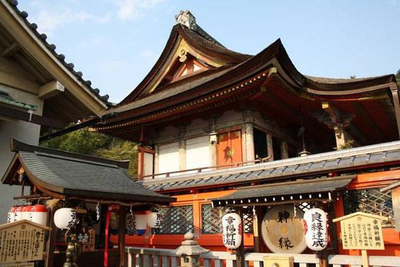 Sanctuaire shinto de la bonne fortune et des rencontres amoureuses : le Jishu-Jinja