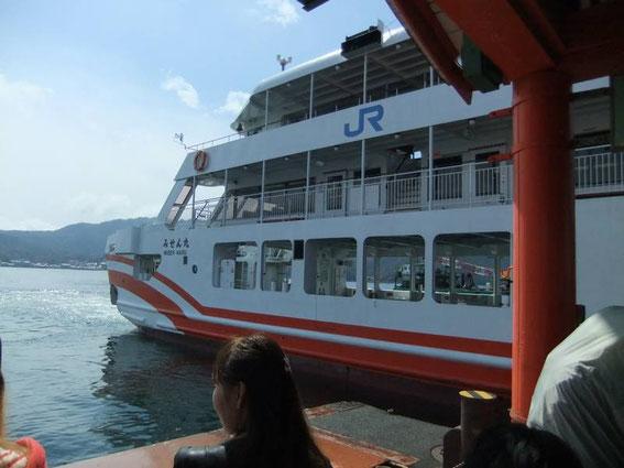 Le Misen Maru arrive à quai