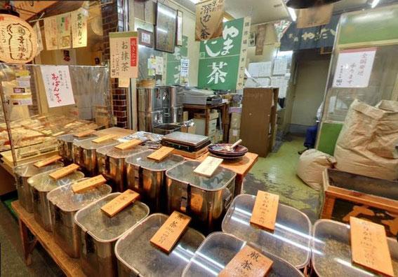 boutique Yamadashiya : le thé y est grillé (houjicha), et/ou moulu (matcha) sur place