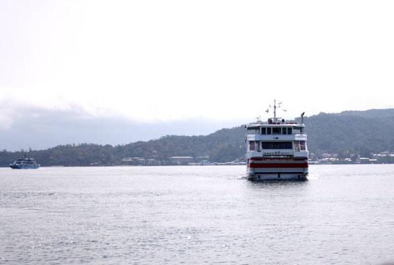 Le ferry de la JR en approche