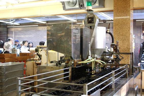momiji manjū en cours de fabrication et cuisson dans la rue de Omotesandō