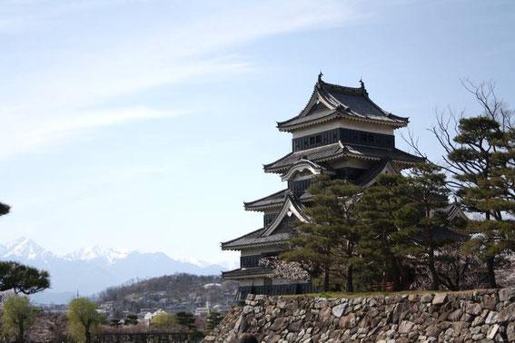 Le tenshu depuis la file d'attente devant le Kuro-mon
