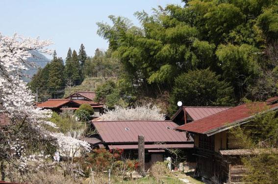 Un ancien poteau indicateur de pierre (près de Otsumago)