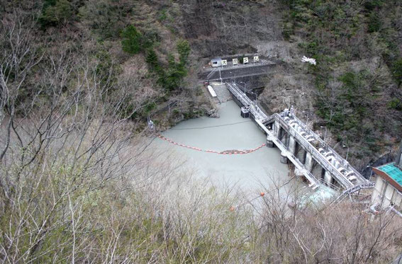 Ainsi qu'un petit barrage en cours de nettoyage (ou de réparation ?)