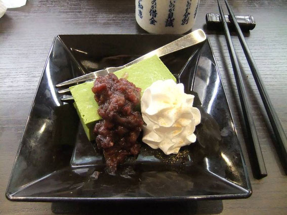 mousse de thé vert, crème et pâte de haricots rouges : un délice