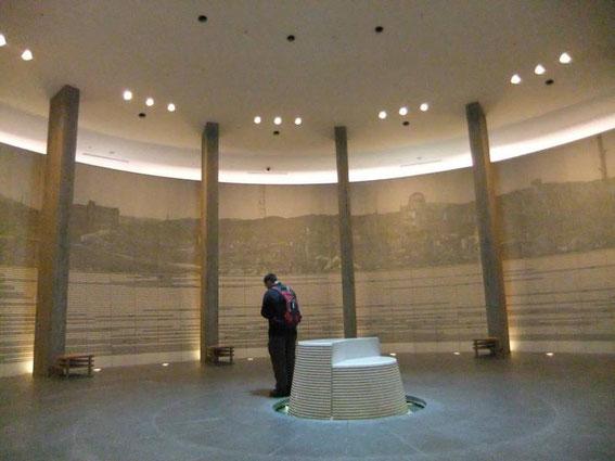 Dans le Hall du mémorial