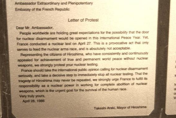 Lettre de protestation de Takeshi Araki à l'ambassadeur de la République Française le 26 avril 1986 (présidence F. Mitterrand) - 210 essais nucléaires ont été menés par la France entre 1960 et 1996