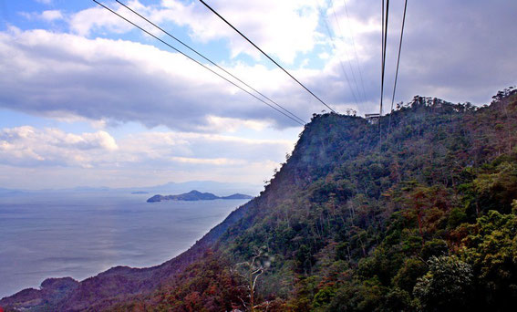 La mer intérieure de Seto et tout en haut, la station Shishiwa