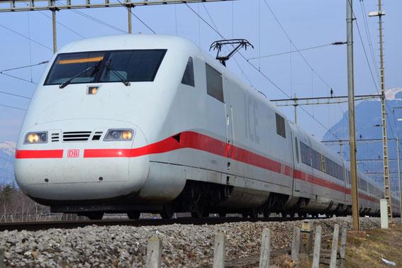 """ICE 271 von Frankfurt nach Chur, hier am 15.03.16 der Tz 77 """"Basel"""" in Landquart- Gruss an den netten TF"""