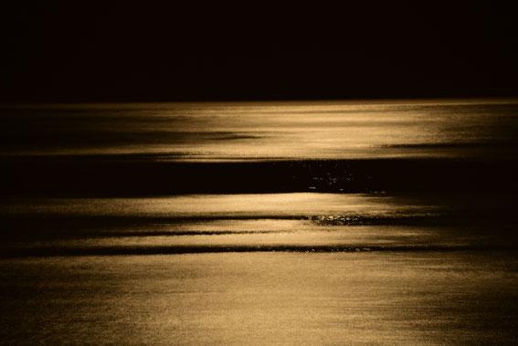 Als Abschluss weder TUI noch ICE- Die nächtliche Brandung am Strand von Kalithea, Rhodos, Nikon D 750