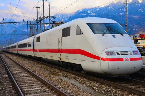 ICE 1256 von Chur nach Basel, hier am 13.03.16 der geputzte Tz 87 in Landquart