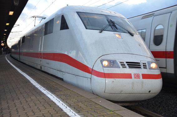 Seit dem 02.06.1991 treuer Wegbegleiter deutschlandweit; TZ 56 mit TK 056-7; Göttingen im März 2015 als ICE 276 BSL-B