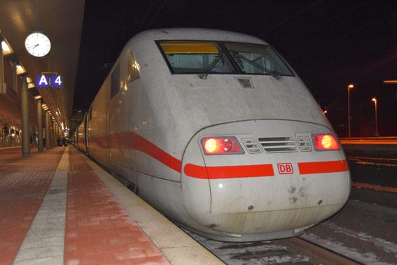ICE 594 am 21.01.17 in Kassel mit Tz 66 Gelnhausen auf der Fahrt nach Berlin