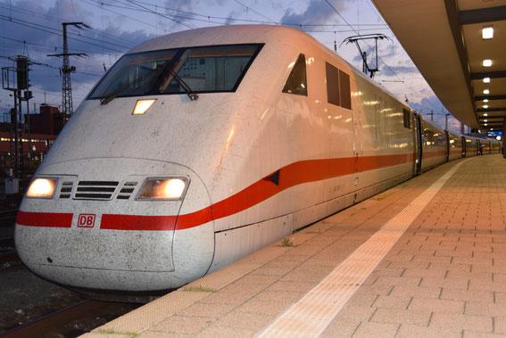 Am 29.08.16 fuhr der 883 mit TZ 73, hier in Nürnberg on time 20:24 h zur Fahrt nach MH