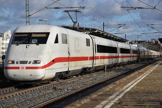 ICE 373 mit Tz 84 Bruchsal fährt durch Berlin nach Interlaken, hier am 02.12.16