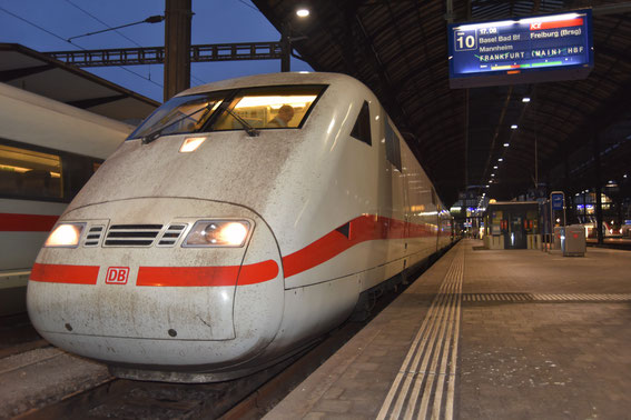 ICE 376 mit Tz 81  von Interlaken nach Frankfurt hier in Basel SBB kurz vor der Weiterfahrt, 16.11.16