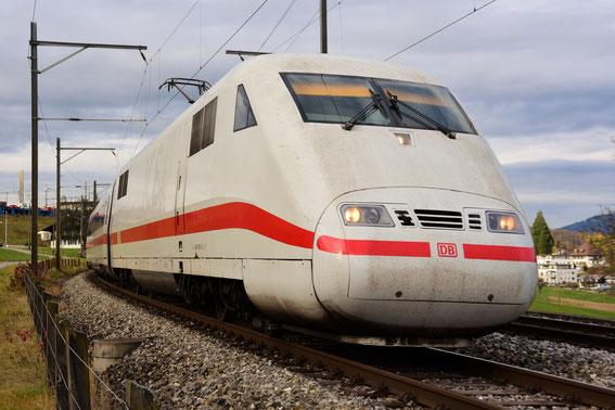 """ICE 275 mit Tz 81 """"Interlaken"""" am 16.11.16 bei seiner Ausfahrt in Spiez nach bald 10 stündiger Fahrt nach Interlaken zur Rückfahrt nach Frankfurt Main"""