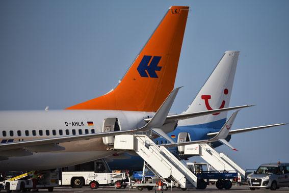 Die LK und UI sonnen sich auf dem Vorfeld; die Passagiere warten auf den Aufruf zum Boarding