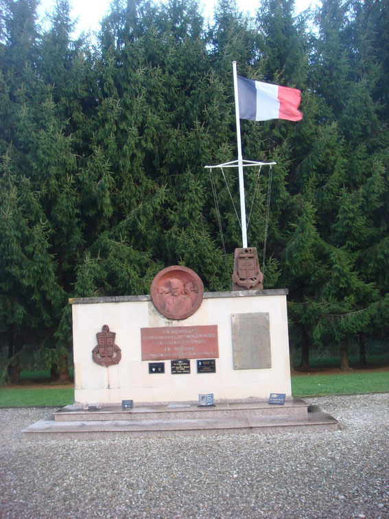 "Memorial of the 25th Medical Battalion. On the Plate is the following text: ""In homage to the attendants of the 25th medical battalion and in memory of its dead. In memory of the 1st French army ambulance"""