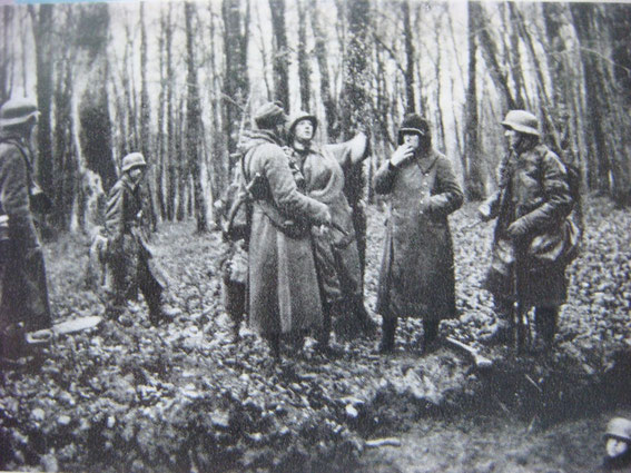 German Grenadiers in the Luetzelwald have a smoke just prior a French Assault. The CP is just visible at the right bottom.