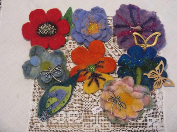 von li oben: Roter Mohn, Phantasia, Papillon, li. mitte: Libellula, Viola, Butterfly, li. unten: Lilies,  Libellula rosa