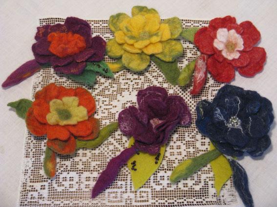 von li. oben: Grandezza, Springtime, Principessa, li. unten: Sommerzeit, Midsummer Rose, Midnight