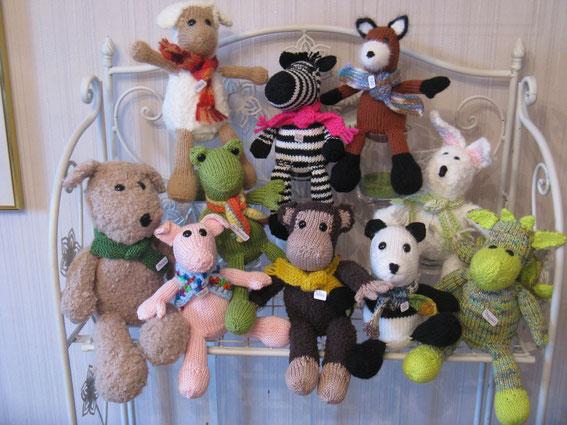 Hund Strolch, Schaf Molly, Frosch Ferdinand, Schwein Piggy, Affe Bobby, Zebra Luise, Fuchs Foxi, Hase Hasenmax, Panda Tao, Drache Dragomir
