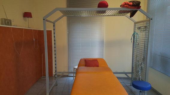 Behandlungsraum mit Schlingentisch