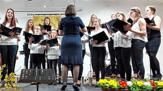 Jugendchor Shine - Leitung: Veronika Klassen - 2016