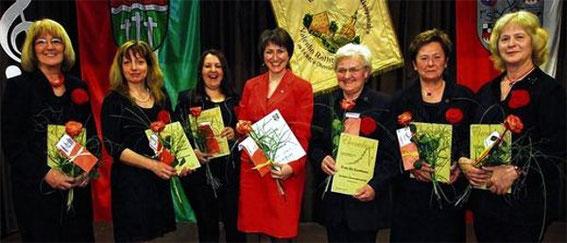 Ehrungen 2013 - Gründungsmitglieder des gemischten Chors vor 10 Jahren