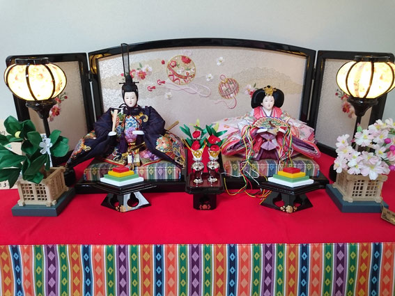 加古川市 S様宅 西陣織で刺繍入りの、かわいらしいお雛様です。