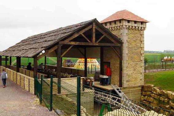 Toiture en faux bois sur charpente traditionnelle - Gare du Roller Coaster - Festyland