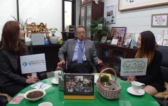 ソウル公演芸術高校の校長先生(中央)と一緒に(2015年9月21日)