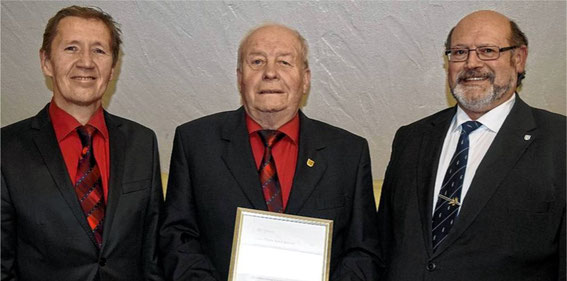 Ehrung 2016 - von links: Vorsitzender  Bernd Brönner, Franz-Josef Schmitt 50 J, Gruppenvors. Wolfgang Sittler