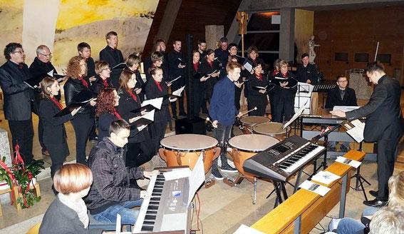 """Chorkonzert """"Kunterbunt"""" in Dingolshausen - Leitung: Nico Heilmann - 29.10.17"""