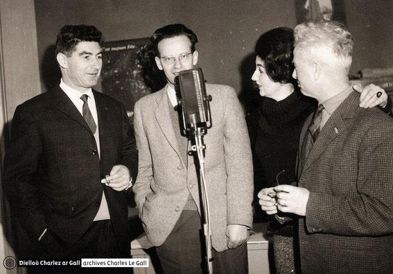 Charlez ar Gall, Job Abasq, Chanig ar Gall et Cheun ar C'hann lors d'un enregistrement en février 1963 © Dielloù Charlez ar Gall