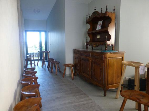 Francis de Brandonnet présente ses célèbres sellous et ses meubles d'art.