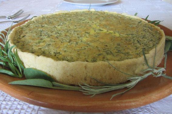 Johanni-Rezept am 24. Juni: Aromatischer Kräuterkuchen für die Mitsommer-Gartenparty