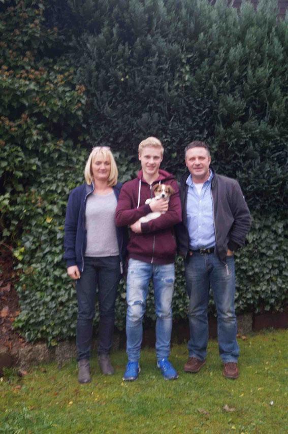 Dante und seine neue Familie Angelika, Mathis und Jürgen