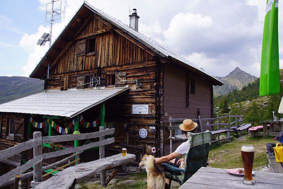 Be ider urigen Salzkofelhütte